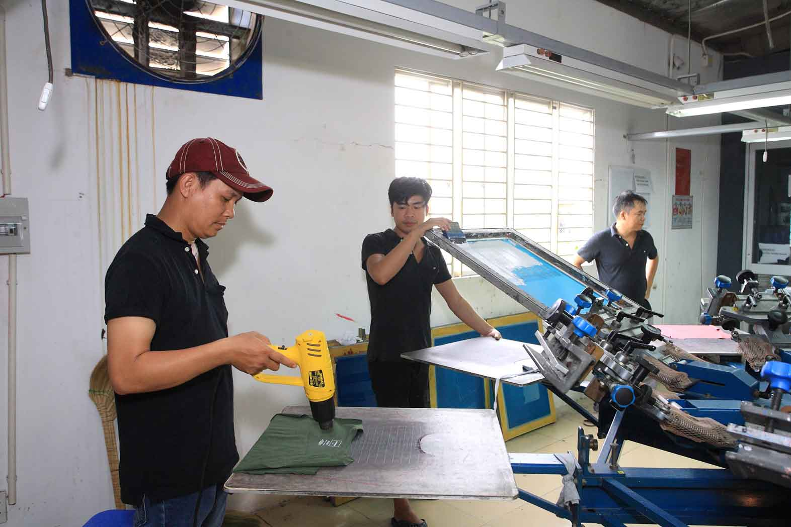 Working in silicone screen printing factory in vietnam